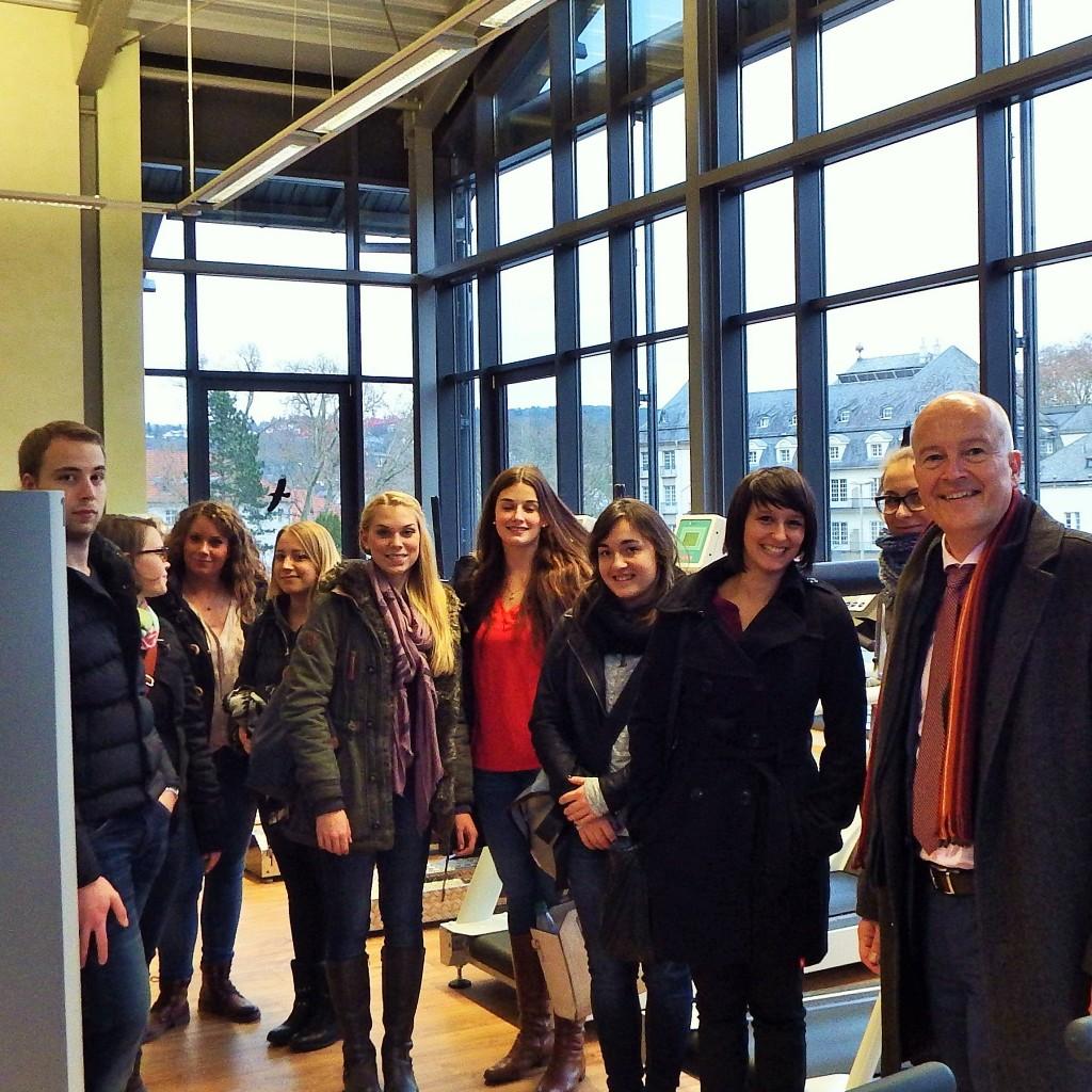 Elmar-Willebrand-mit-Studenten-zu-Gast-bei-ACURA